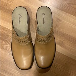 Clarks tan leather mules size 9 GUC